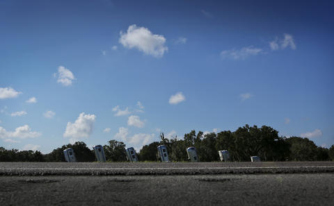 The weird, fun, odd and quirky sights along I-4. (Jacob Langston/Orlando Sentinel)