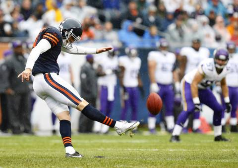 Chicago Bears kicker Robbie Gould (9) kicks off against the Minnesota Vikings in the first quarter at Soldier Field.
