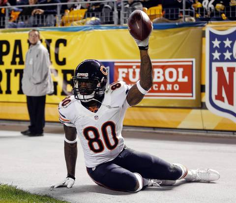 Wide receiver Earl Bennett catches a touchdown against the Steelers in the fourth quarter.