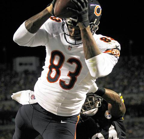 Chicago Bears tight end Martellus Bennett (83) can't make a catch in the end zone at Heinz Field.