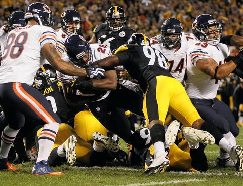 Chicago Bears running back Michael Bush (29) fights across the goal line for a touchdown against the Pittsburgh Steelers in the first quarter.
