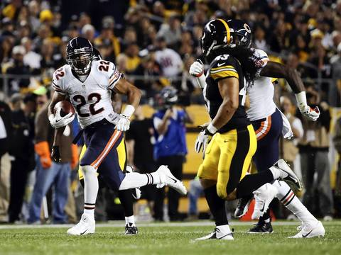 Chicago Bears running back Matt Forte (22) breaks off a 55-yard run against the Pittsburgh Steelers in the first quarter.