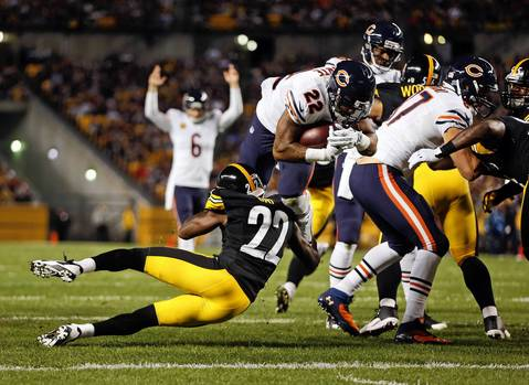 Chicago Bears' Matt Forte scores on 1st quarter touchdown run against Pittsburgh Steelers' William Gay during NFL game at Heinz Field in Pittsburgh.
