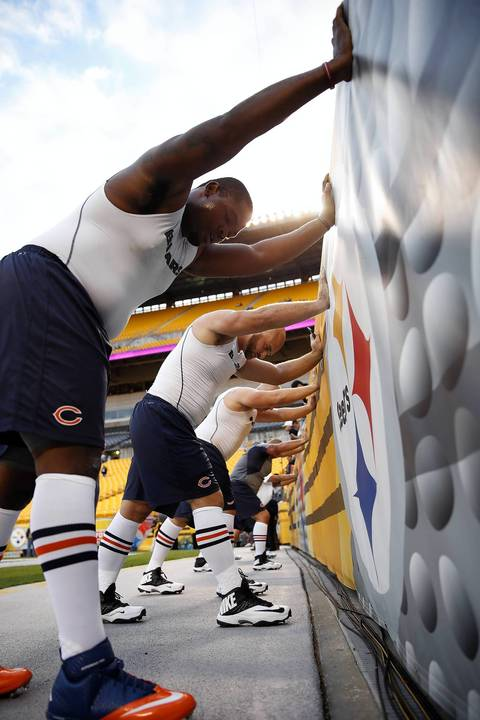 Jordan Mills, Kyle Long and other offensive linemen stretch before playing the Steelers.