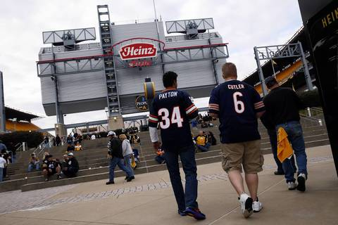Bears fans arrive at Heinz Field.