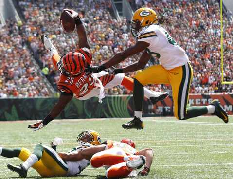 Cincinnati Bengals half back Giovani Bernard (25) dives in for the touchdown under pressure from Green Bay Packers defense during the first half of play in their NFL football game at Paul Brown Stadium in Cincinnati, Ohio, September 22, 2013.