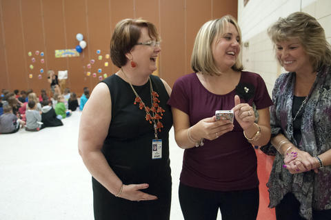 2013.09.23 - Southington, CT - Flanders Elementary School principal Pat Mazzarella, Izabela Howes and Flanders second-grade teacher Barbara Bottiglieri react to watching a video of Howes' husband, SSG Howes, surprising his daughter with a visit to her school.