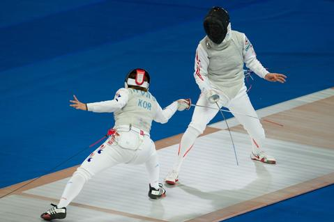 Shiho Nishoika (R) of Japan and Seo In Hong (L) of South Korea compete in the Women's Individual Foil fencing event at the East Asian Games in Tianjin on October 8, 2013. The East Asian Games which are held every four years see nine countries including China, Japan, South and North Korea participating in 262 events in 22 different sports.