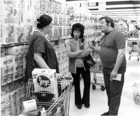 Long time friends and late night shoppers meet in the Dominicks at 6009 N. Broadway in Chicago after the store started a 24-hour operation.