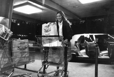 Late night shopper Mrs. Lynne Markus in the Dominicks Food Store at 6009 N. Broadway after the store started a 24-hour operation, June 15, 1972.