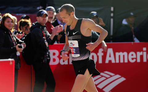 U.S. runner Dathan Rizenhein, places 5th in the men's elite division of the Bank of America Chicago Marathon.