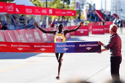 Dennis Kimetto, of Kenya, wins the men's elite division, breaking the Bank of America Chicago Marathon course record.