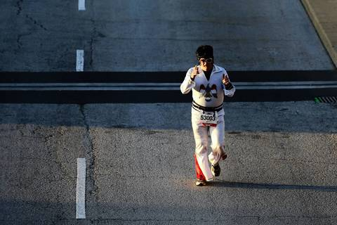A runner dressed as Elvis takes off in the Bank of America Chicago Marathon.