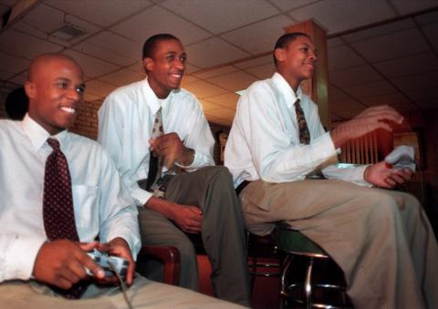 Carmelo Anthony (right) plays video games with Towson Catholic teammates Thabo Letsebe (center) and Darnell Hopkins.