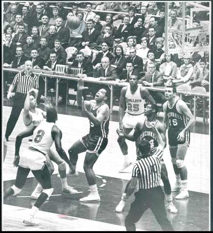 The Bullets' Terry Dischinger shoots against Cincinnati.