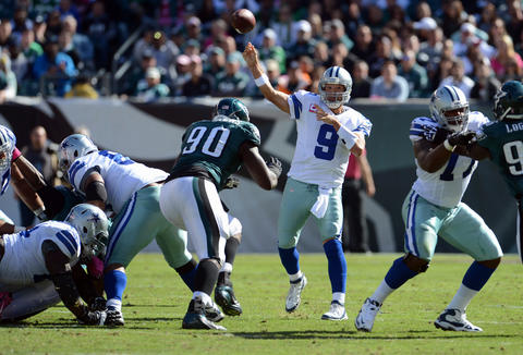 Dallas Cowboys quarterback Tony Romo (9) passes against the Philadelphia Eagles at Lincoln Financial Field in Philadelphia on Sunday.