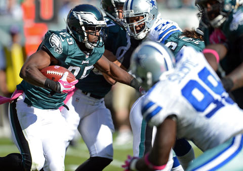 Philadelphia Eagles running back LeSean McCoy (25) runs against the Dallas Cowboys at Lincoln Financial Field in Philadelphia on Sunday.
