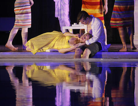 """Matt Messina and Kate Smith perform during a dress rehearsal of Chicago Opera Theater's """"Orpheus and Euridice."""""""