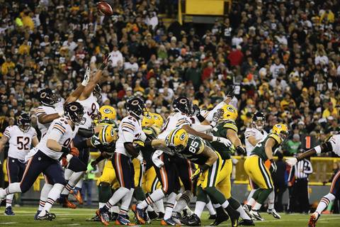 Bears defensive players jump to try and block a field goal during the second quarter.