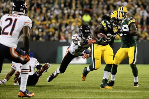 Packers running back Eddie Lacy outruns Charles Tillman during the first half.