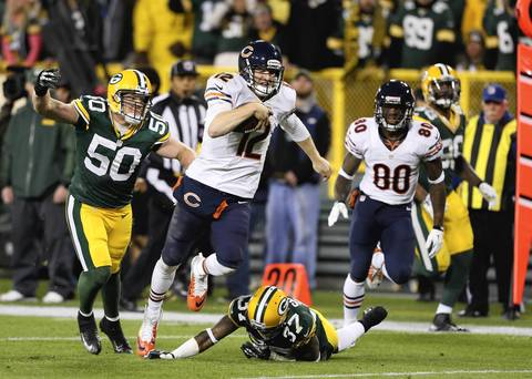 Bears quarterback Josh McCown scrambles for some yards against the Packers during the second quarter.