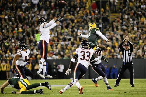 Chicago Bears defensive end Julius Peppers (90) chases Green Bay quarterback Seneca Wallace in the first quarter.
