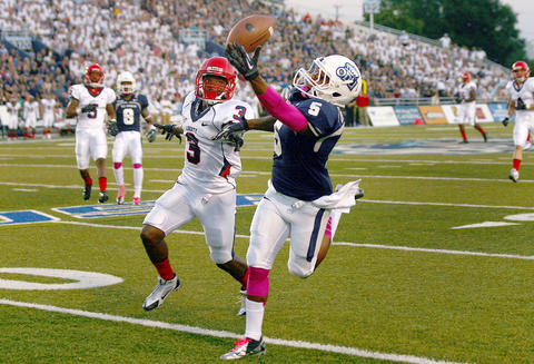 Antonio Vaughan of Old Dominion makes this one handed first down catch in front of Kevin Fogg of Liberty during the first quarter Saturday in Norfolk. No Mags, No Sales, No Internet, No TV