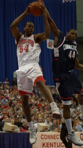 Chris Wilcox battles UConn's Johnnie Selvie for a defensive rebound.