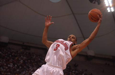 Juan Dixon goes up high and saves the ball from going out of bounds.