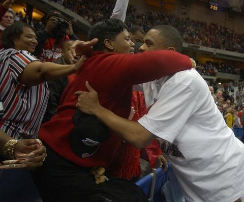 Juan Dixon hugs his aunt Sherrice Driver after being named regional MVP.