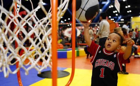 Bulls fan Cohen Faulke shoots a ball at the 2013 NBA Jam Session.
