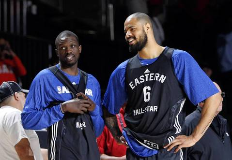 The Knicks' Tyson Chandler talks with Luol Deng.