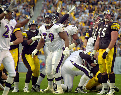 Players from both teams, including Ravens defensive tackle Larry Webster (79) and Steelers guard Rich Tylski (65), watch as Steelers kicker Kris Brown 's potential game-tying field-goal attempt sails wide in the closing seconds of the fourth quarter.