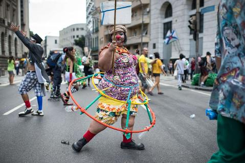 "A woman performs during the ""Anjos do Picadeiro"" annual week-long event in Rio de Janeiro, Brazil, on December 5, 2013. About 100 clowns and street performers turn a street into a theater until December 7."