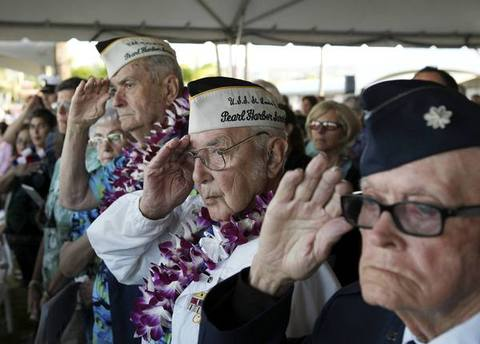 "Pearl Harbor survivor Peyton Smith (C) salutes during the ""Moment of Silence"" while attending the 72nd anniversary of the attack on Pearl Harbor at the WW II Valor in the Pacific National Monument in Honolulu, Hawaii December 7, 2013."