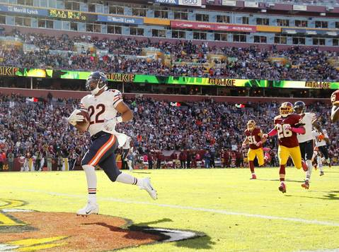 Matt Forte scores on a 50-yard touchdown run in the third quarter against the Redskins.