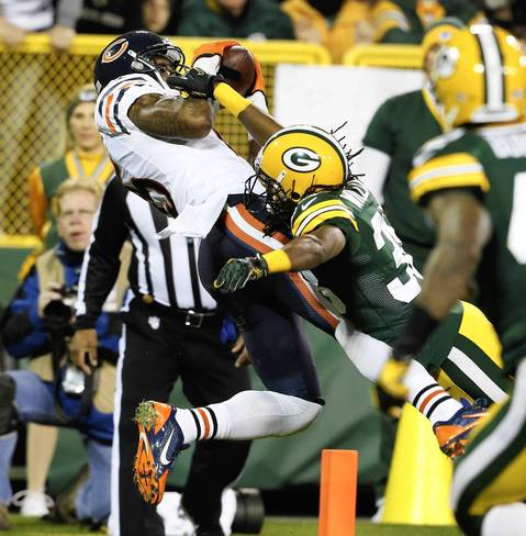Brandon Marshall hauled in a 23-yard touchdown pass form QB Josh McCown in the first quarter against the Packers.