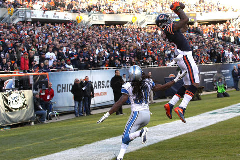 Brandon Marshall hauled in an 11-yard pass from Josh McCown late in the fourth quarter to give the Bears a chance, but the two-point conversion failed and the Lions won 21-19.