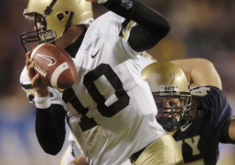 Navy linebacker Tyler Tidwell sacks Army QB Carson Williams in 2006.