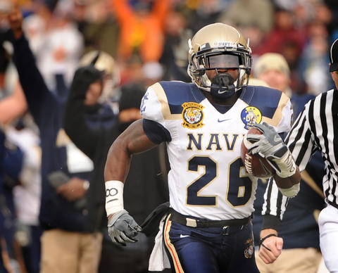 Navy running back Shun White races down the sideline for a 65-yard first quarter touchdown in 2008.