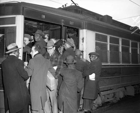 A crowd tries to board a streetcar at Cermak Road and Canal Street, in front of the Cuneo Printing Press building, on Jan. 18, 1950.