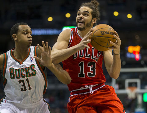 Joakim Noah looks to shoot as the Bucks' John Henson defends during the first quarter.