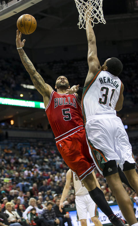 Carlos Boozer shoots against the Bucks' John Henson.