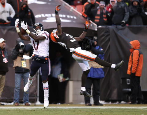 Alshon Jeffery made another ridiculous touchdown catch -- this one a 45-yarder over Browns safety Tashaun Gipson in the fourth quarter.