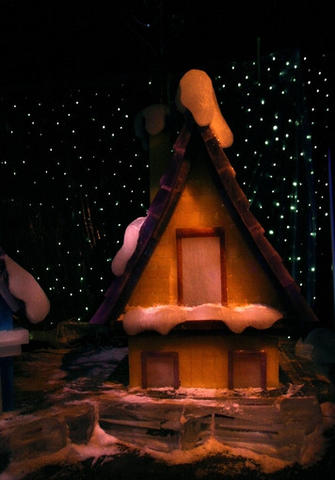 "The 2010 version of ICE! at Gaylord Palms in Kissimmee depicts the ""Twas the Night Before Christmas"" poem in 8 wintery scenes made almost entirely of ice. It runs from Nov. 20 - Jan 2."