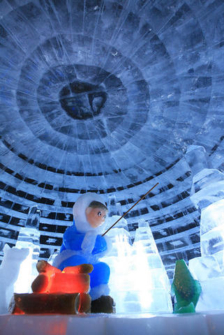 """Igloo (""""Chip's Polar Lair"""") at the Gaylord Palms' ICE attraction."""