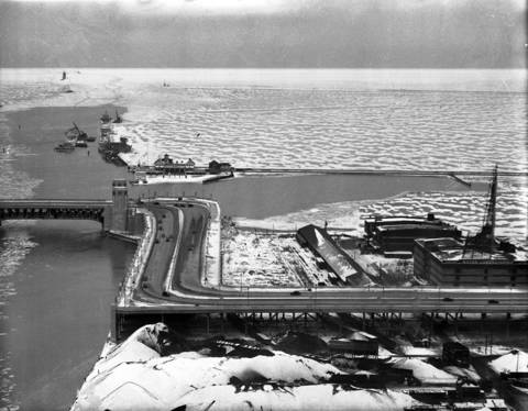 """The infamous """"S"""" curve on Lake Shore Drive, just South of the bridge, circa Dec. 24, 1937."""