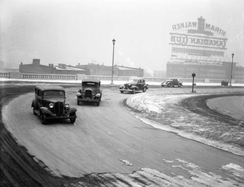 The angle turn on Lake Shore Drive, near the bridge over the Chicago River on Dec. 1, 1937.