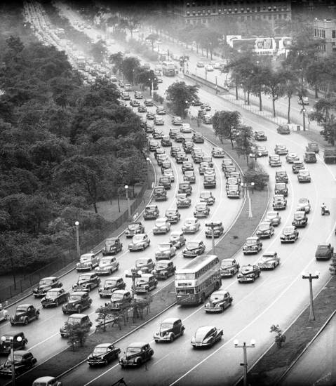 Northbound traffic on Lake Shore Drive at Irving Park Road during 5:30pm rush hour, circa Aug. 1947.