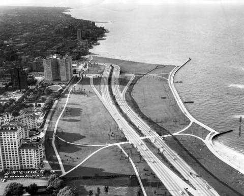 The Tribune's helicopter surveyed the traffic situation on July 6, 1958. This view looking North at Hollywood and Lake Shore Drive at 6:45pm shows the traffic rush homeward had not yet started. The Edgewater Beach is in the lower left corner.